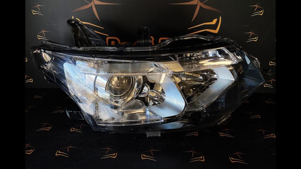Mitsubishi Outlander (2013-2015) 8301C204 priekšējais labais lukturis