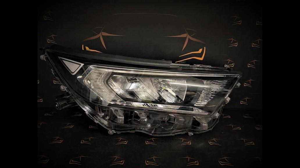 Toyota RAV4 (2019+) 81145-42840 Передняя Правая Фара