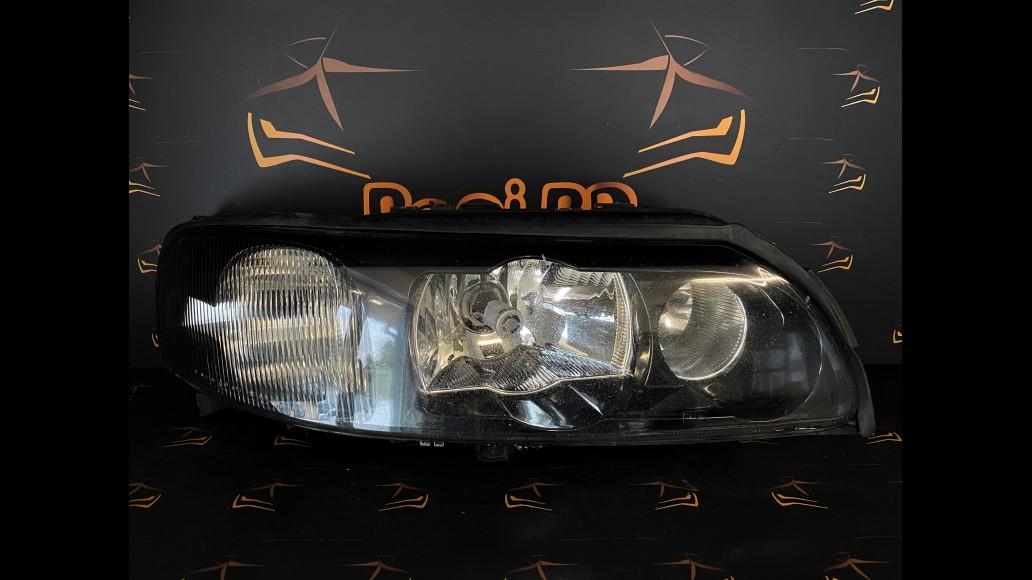 Volvo V70, XC70, S60 (2000-2004) 30655906 priekšējais labais lukturis