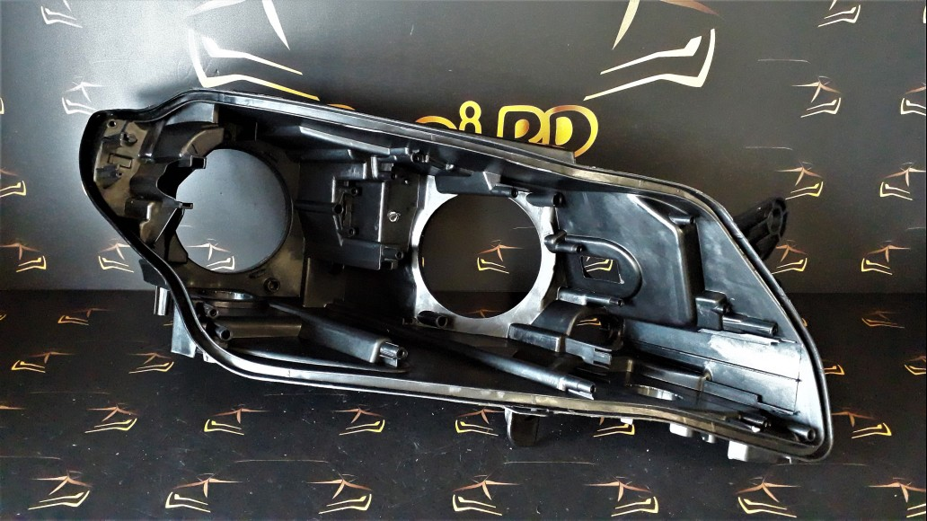 Volkswagen VW Passat CC (2013–2018) labā luktura korpuss