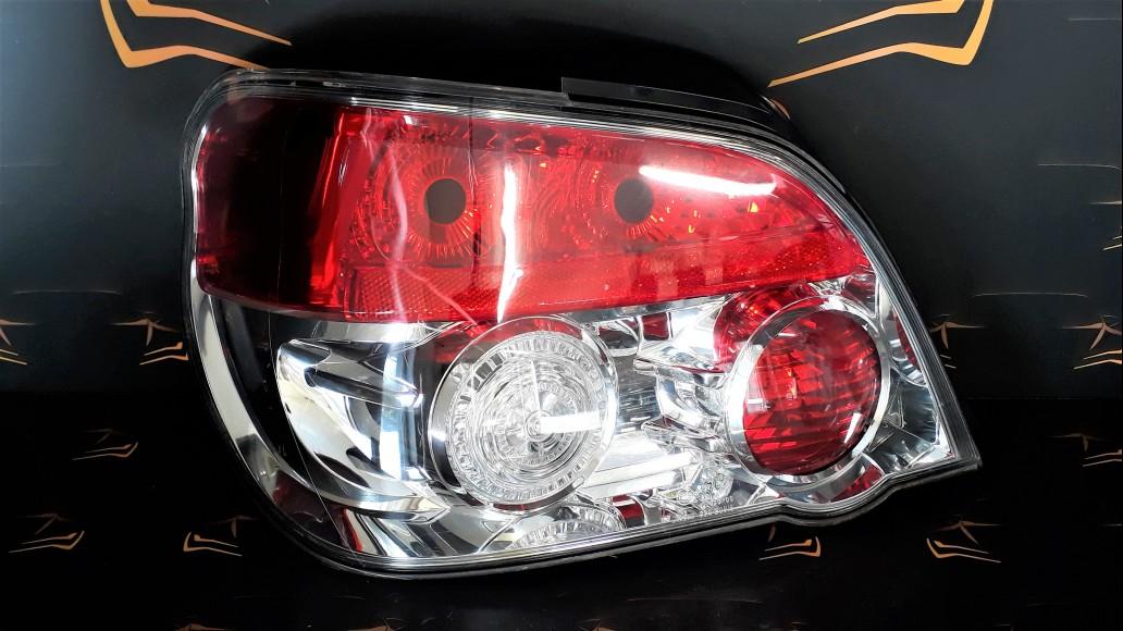 Subaru Impresa WRX Sedan (2005-2007) KOITO 220-20915 левая задняя фара