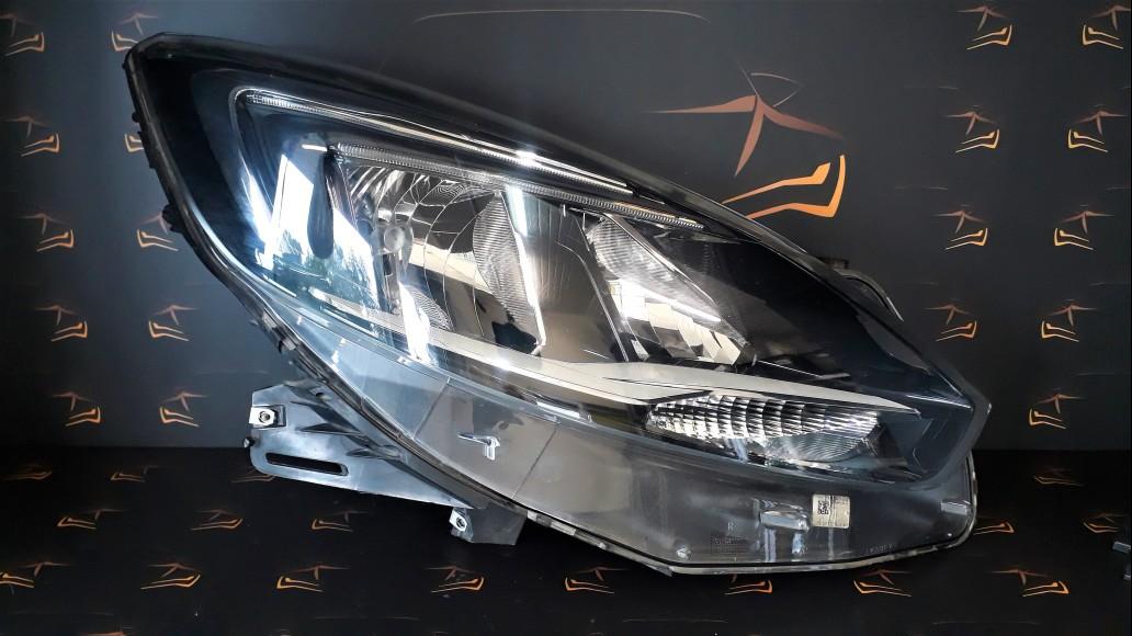 Opel Zafira Tourer C Facelift LED 2017+ 39107635 RH передняя правая фара