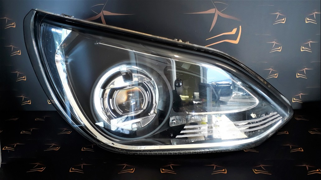 Setra S 515 HD right headlight