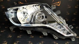 Toyota Land Cruiser 150 (2014-2016) right headlight