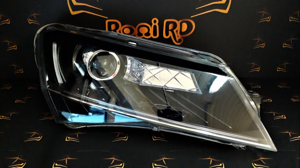 Škoda SuperB 3 B8 2015+ 3V1941016A right headlight