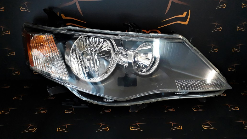 Mitsubishi Outlander (2006-2009) right headlight