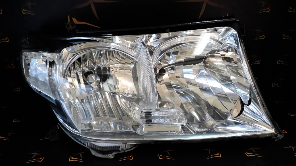 Toyota Land Cruiser 200 2008+ right headlight