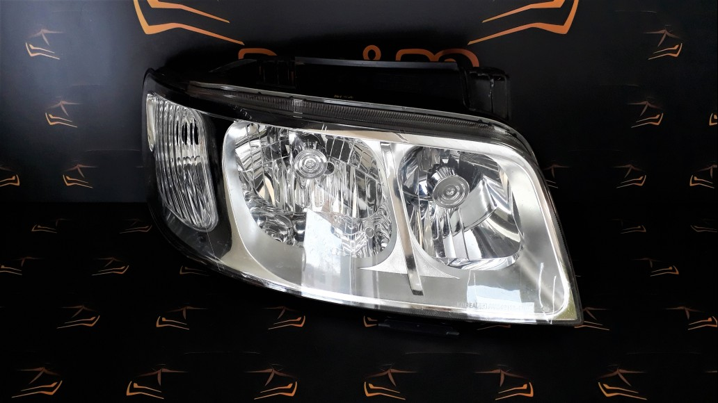 Hyundai Matrix (2006-2009) right headlight