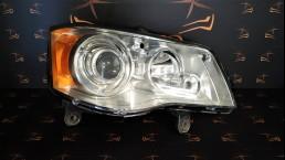 Chrysler Grand Voyager (2008–2015) priekšējais labais lukturis