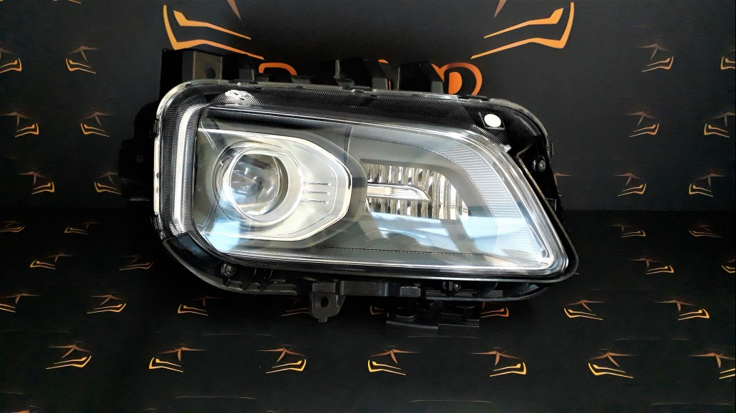 Hyundai Kona 2017+ 92102J9100 right headlight