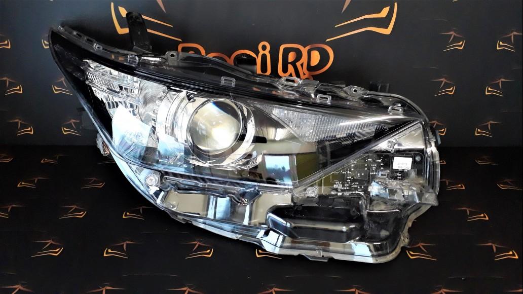 Toyota Auris (2015-2018) 8111002K30 priekšējais labais lukturis