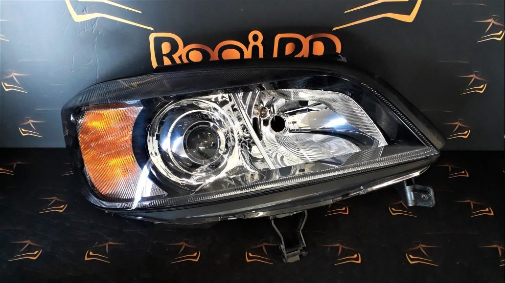 Opel Zafira A (1999-2005) 1307022333 передняя правая фара